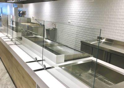 Mampara cristal templado anti-covid en cocina